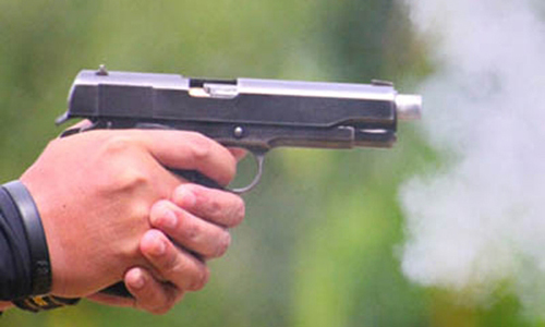 Quảng Ninh: 3 đối tượng ư xông vào nhà bắn trọng thương người dâ