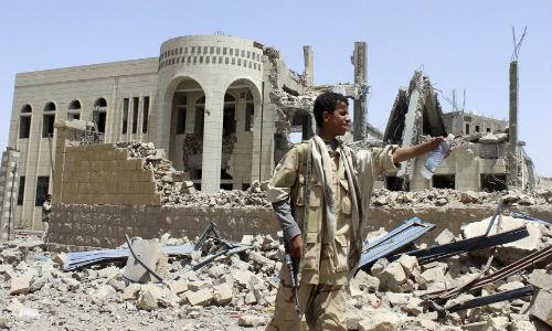 Yemen: Lien quan A-rap khong kich, hang chuc chien binh Houthi bo mang