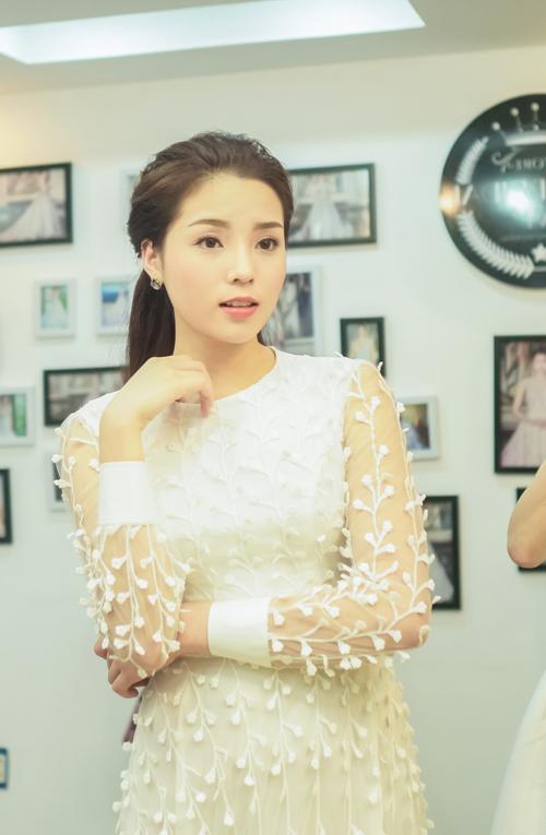 Hoa hau Ky Duyen lien tiep vuong scandal mac xau dien dao-Hinh-2