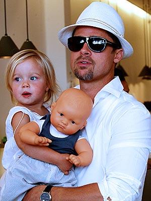 Cac con van xin Angelina Jolie quay ve voi bo-Hinh-2