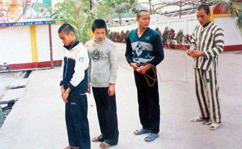 Lot mat na ten sat nhan bi an vung Dong Bac-Hinh-3