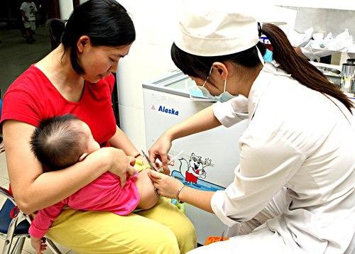 Bo Y te khuyen cao khong nen cho vacxin 5 trong 1