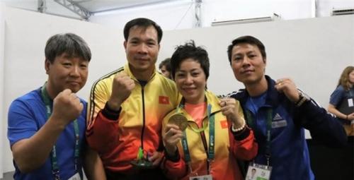 De xuat tang Huan chuong cho xa thu Hoang Xuan Vinh