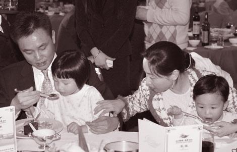 Chan dung ty phu luu kho Hoang Quang Du-Hinh-2
