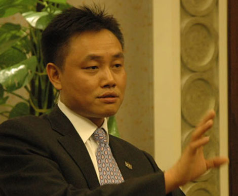 Chan dung ty phu luu kho Hoang Quang Du