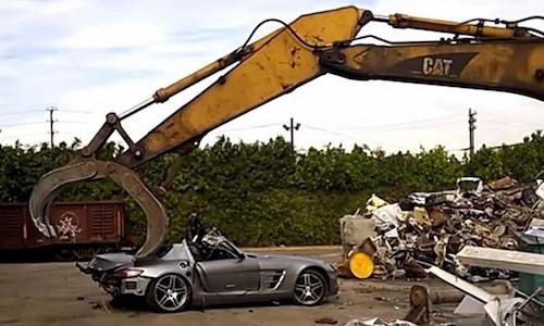 """Dang long"" sieu xe Mercedes SLS AMG bi hanh hinh boi may cat"