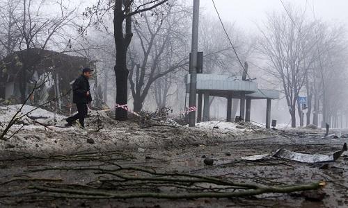 Dan phao khien 13 nguoi thiet mang o Donetsk