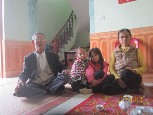 Be 3 tuoi chet tai truong: Thi the co vet tham dai tren nguc-Hinh-2