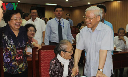 Ban Bi thu thong bao tinh hinh Bien Dong voi can bo cap cao nghi huu-Hinh-4