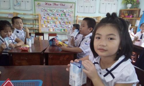 Sua hoc duong Vi Tam Voc Viet: De tre Viet Nam khong phai…kieng chan, nguoc nhin-Hinh-2