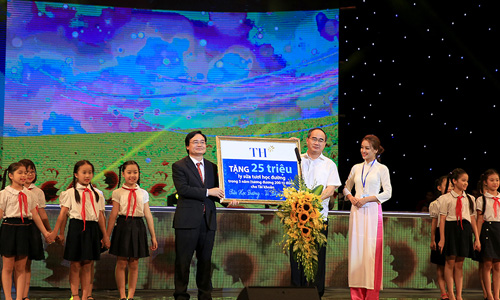 Sua hoc duong Vi Tam Voc Viet: De tre Viet Nam khong phai…kieng chan, nguoc nhin