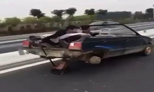 """Sieu xe"" chay nhanh chi voi hai banh"