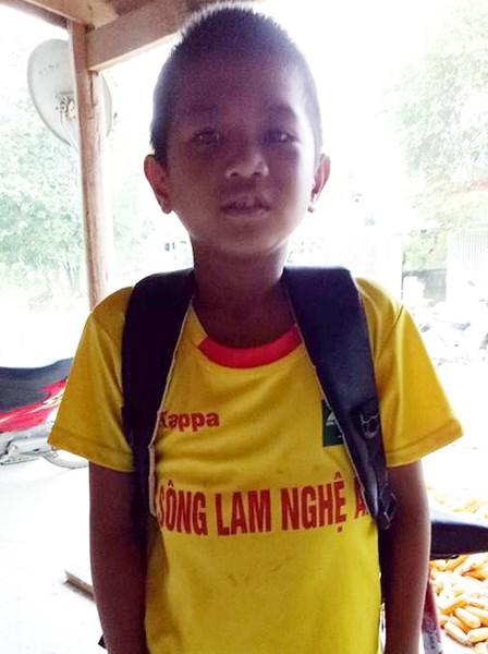 De nghi khen thuong nam sinh lop 5 cuu hai ban duoi nuoc