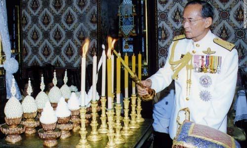 Nha vua bang ha, Thai Lan chuyen giao quyen luc the nao?
