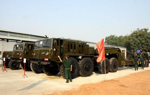 Nhieu don vi Quan doi Viet Nam nhan xe cho tang