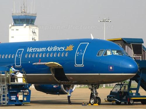 May bay Vietnam Airlines bi rach lop ngay tren troi