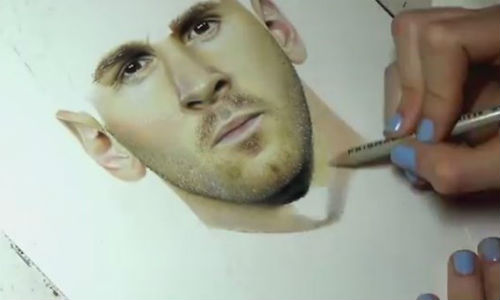Xem co gai ve chan dung Messi nhu anh chup