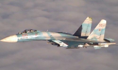Su-27 cua Nga chan may bay do tham P-3 Orion
