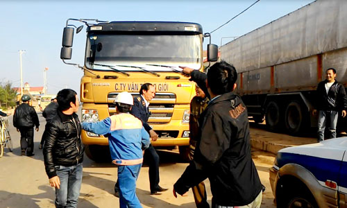 Hang chuc doi tuong la chong TTGT giai vay xe qua tai