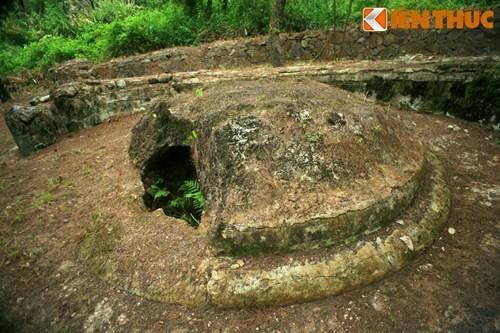 Toan canh cuoc tim kiem lang mo hoang de Quang Trung o Hue