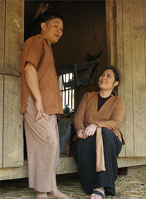 Nghe si Hong Van Bau show xep hang moi Xuan Hinh dien-Hinh-2