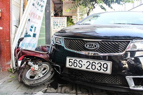 """Tai xe ngu gat, """"xe hop"""" dam lien hoan 6 xe may-Hinh-2"""