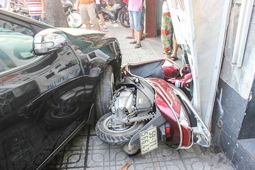"""Tai xe ngu gat, """"xe hop"""" dam lien hoan 6 xe may-Hinh-3"""
