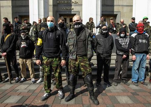 Right Sector lap don vi bao ve thu do Kiev