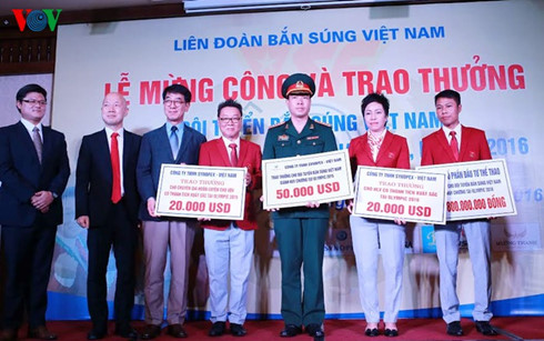 """Hoang Xuan Vinh nhan """"nui tien thuong"""" gan 5 ti dong-Hinh-2"""