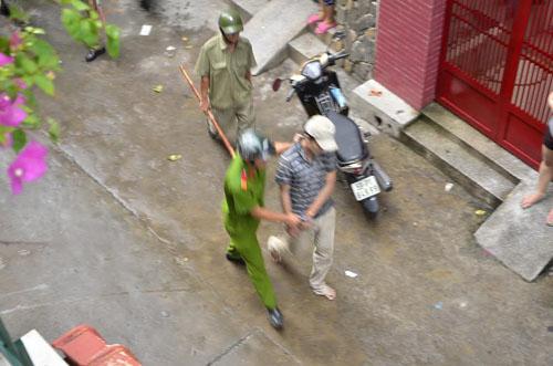 Khong che ga nghien vac dao dap pha tru so UBND phuong-Hinh-2