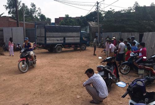 TPHCM: TNGT thuong tam, be gai 2 tuoi chet duoi gam xe-Hinh-3