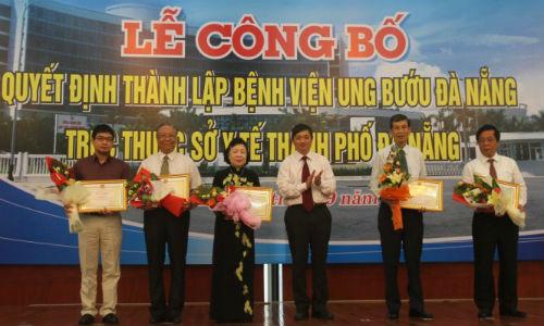 UBND TP Da Nang truy tang bang khen cho ong Nguyen Ba Thanh