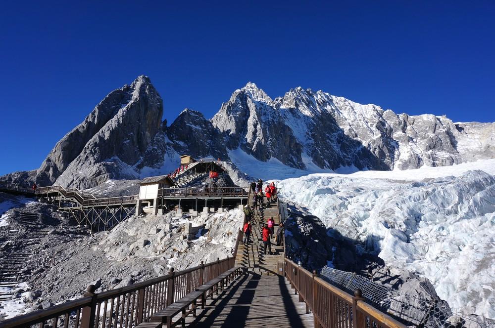Kết quả hình ảnh cho Núi Tuyết Ngọc Long