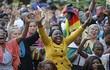 Biển người ăn mừng giữa cơn chính biến Zimbabwe