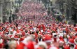 Choáng ngợp với hàng nghìn ông già Noel thi chạy ở Anh