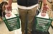 Cười nghiêng ngả khi đi mua sắm cùng các bé