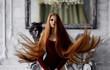 """""""Công chúa tóc mây"""" bật mí cách để có mái tóc dài óng ả"""