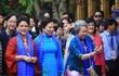 Phu nhân, phu quân lãnh đạo APEC thích thú chụp ảnh kiến trúc Hội An