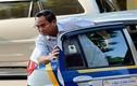 Thứ trưởng Bộ Tài chính thoải mái khi đi làm bằng taxi
