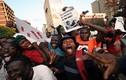 Biển người Zimbabwe vỡ òa hạnh phúc khi Tổng thống Mugabe từ chức