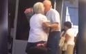 Bão mạng cụ ông ôm hoa tình tứ đón vợ ở sân bay