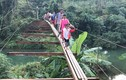Thót tim nhìn học sinh Hòa Bình vượt cầu treo không có mặt sàn
