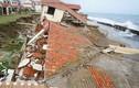 Quảng Nam: Sóng biển đánh sập hàng chục biệt thự nghỉ dưỡng