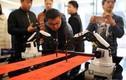 Thích thú xem robot viết câu đối Tết ở Trung Quốc