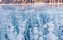 Hồ nước ngọt già nhất thế giới đẹp kỳ ảo trong mùa đông
