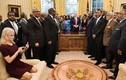 Người phụ nữ dám giẫm lên sofa trong Nhà Trắng là ai?