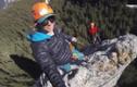 Cô gái đùa với tử thần selfie trên mỏm đá cao 91m