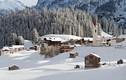 Cận cảnh ngôi làng tuyết rơi tuyệt đẹp dưới chân dãy Alpes