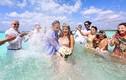 Ngắm lễ cưới tuyệt đẹp của cặp vợ chồng giữa đại dương