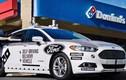 Xem xe ôtô Ford tự lái giao bánh Domino Pizza